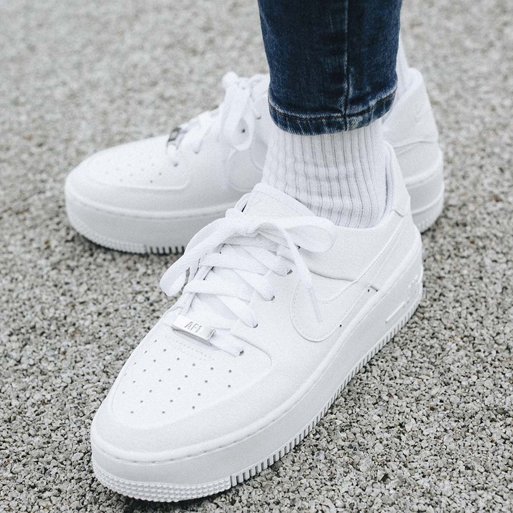Nike Wmns Air Force 1 Sage Low (AR5339 100)