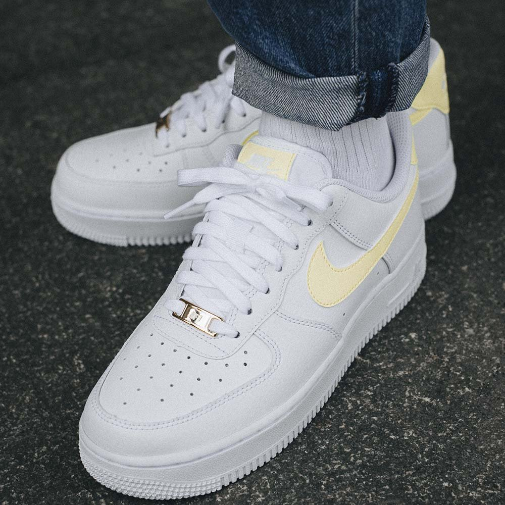 nike wmns air force 1 07 złoty znaczek