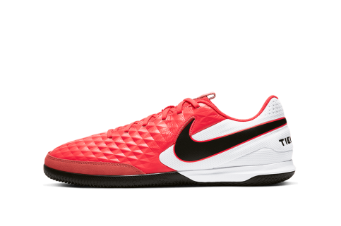 Halówki adidas i Nike. Buty piłkarskie na halę i do szkoły